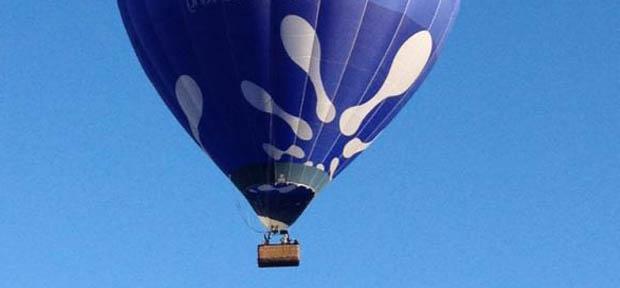 Austrálčan zabehol polmaratón v teplovzdušnom balóne