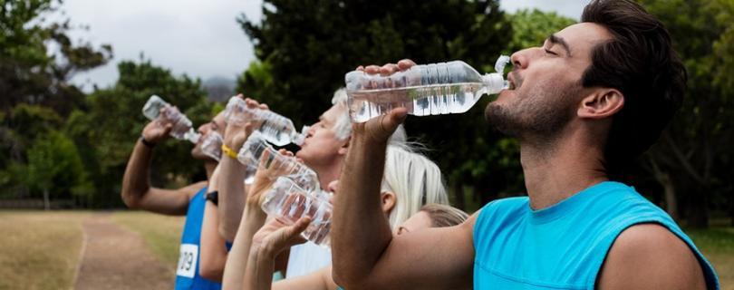 Bežci pozor! Nadmerná hydratácia vedie k vážnym poruchám