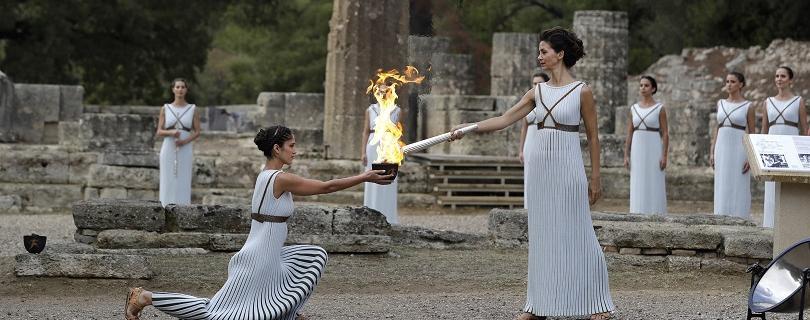 VIDEO: V gréckej Olympii zapálili pochodeň s ohňom pre ZOH 2018
