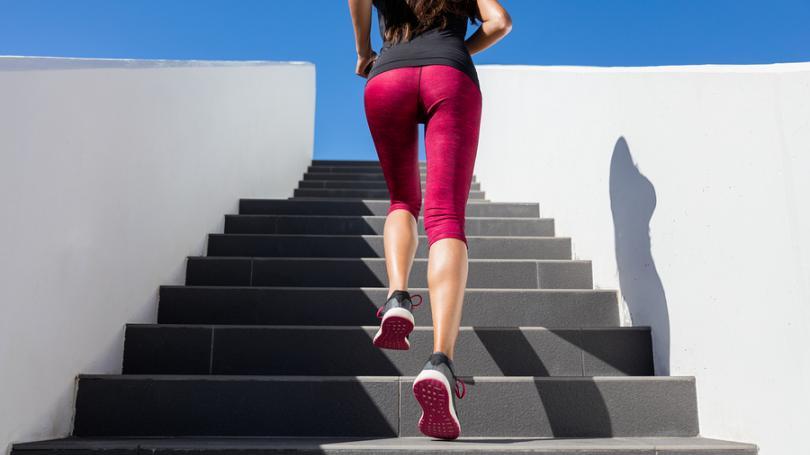 Bežecký tréning na schodoch