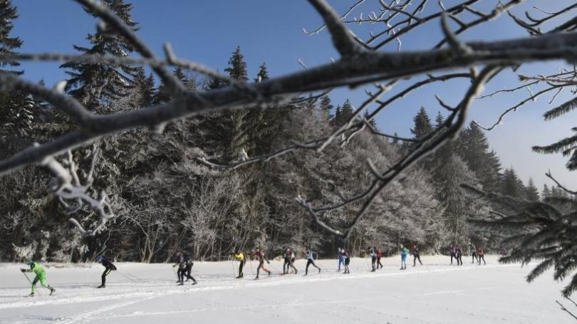 FOTO: Kašperská 30 zaviedla pretekárov do rozprávkovo zasneženého Národného parku Šumava