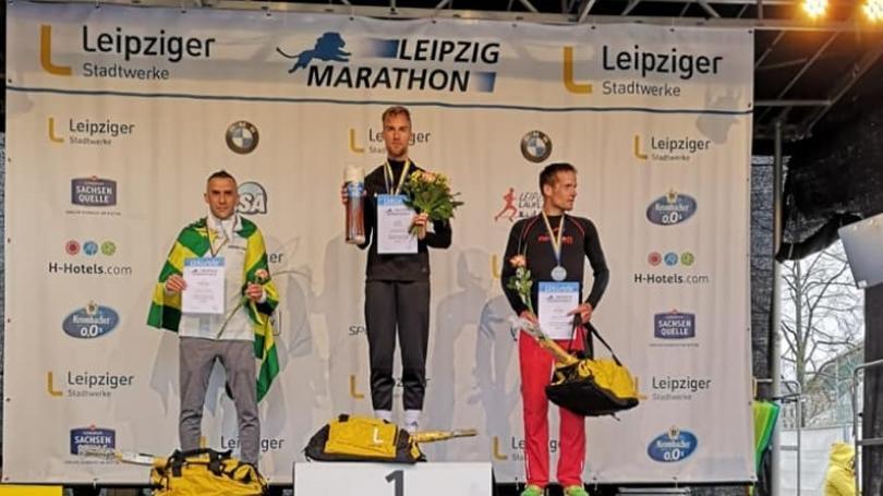 Exmajster SR Švajda požiadal v cieli maratónu v Lipsku priateľku o ruku