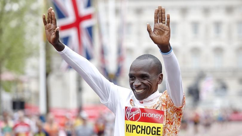 Keňan Kipchoge vyhral štvrtý raz maratón v Londýne, zlepšil traťový rekord