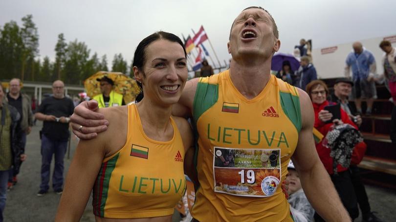 Manželská dvojica z Litvy opäť ovládla súťaž, v ktorej muži nosia ženy na rukách