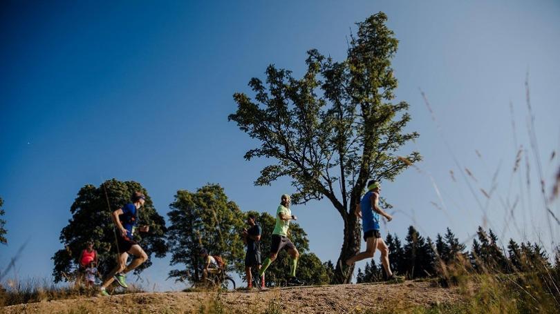 V zime na bežkách, v lete po svojich. Letná Jizerská prilákala 2 396 bežcov
