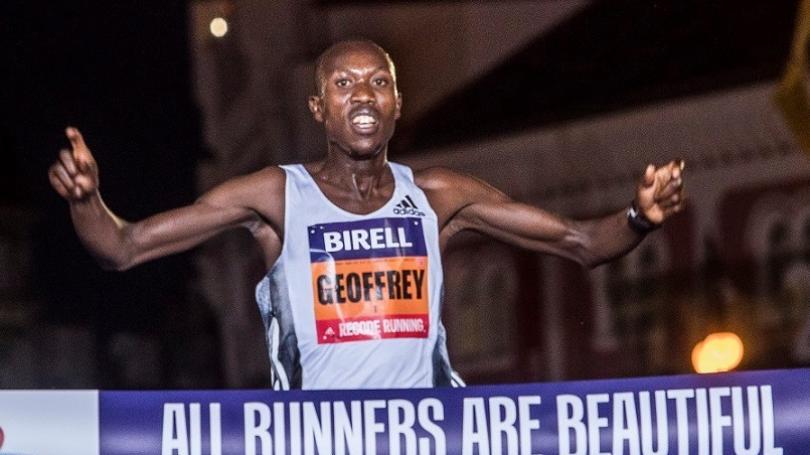 V Prahe sa bežalo na svetový rekord, vyhral Koech