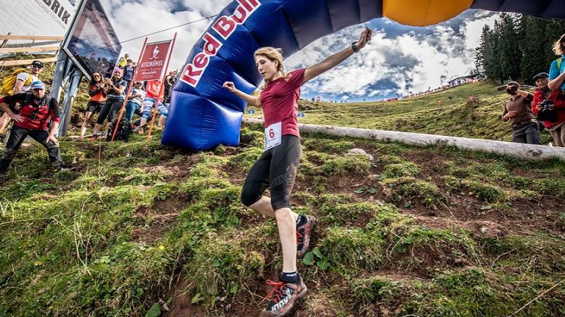 VIDEO: Šialený bežecký pretek sa vracia na najťažšiu zjazdovku sveta