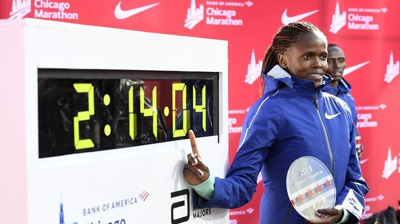 Keňanka Kosgeiová zlepšila v Chicagu svetový rekord v maratóne