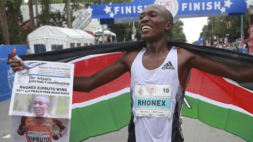 VIDEO: Keňan Rhonex Kipruto zlepšil svetový rekord v cestnom behu na 10 km