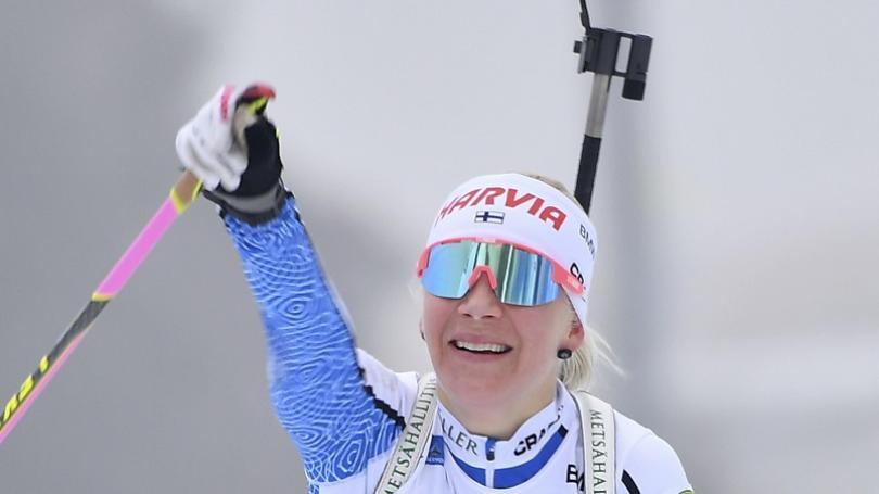 Mäkäräinenová ovládla preteky s hromadným štartom, P. Fialková zlyhala na tretej streľbe
