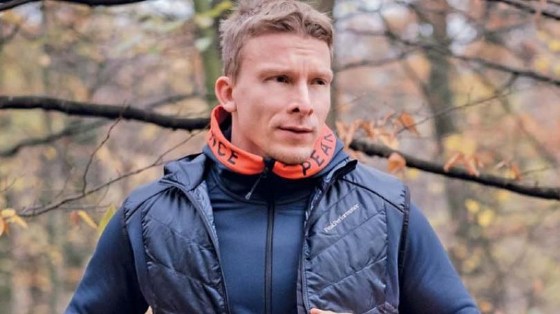 Herec Juraj Bača si už odbehol prvé preteky. Nedobrovoľne