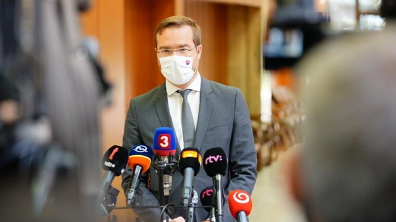 Pandemická komisia: Od 1. októbra sú povolené hromadné podujatia do maximálne 200 osôb