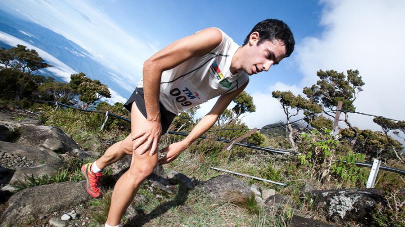 VIDEO: Kilian chce za deň odbehnúť viac ako 300 kilometrov. Na 400-metrovom ovále!