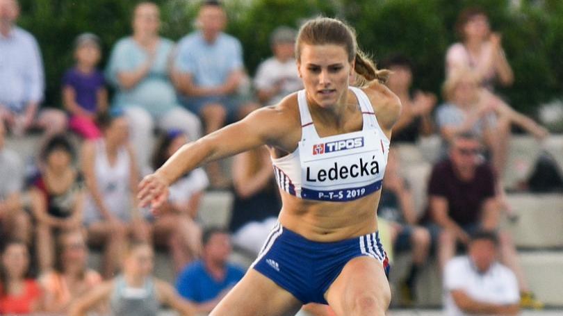 Ledecká a Dömötör pobežia netradičnú štafetu 2x (2 x 400 m)