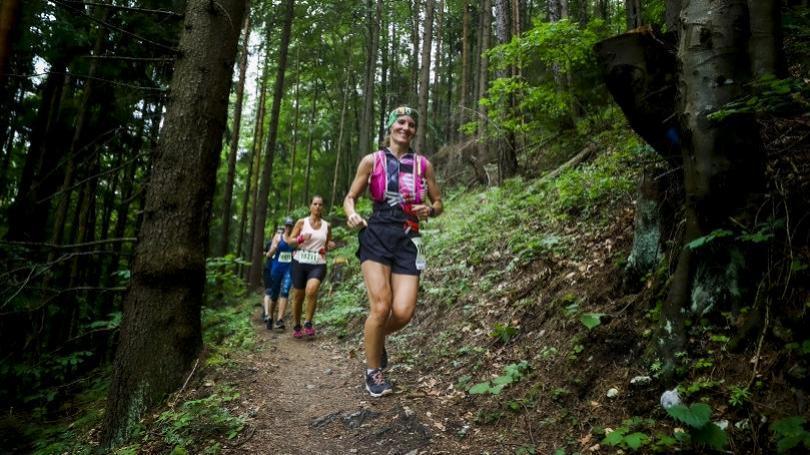 Nádherné lesné výhľady a dokonalý trailový beh v Štiavnických vrchoch. Veľké finále Behaj lesmi sa blíži