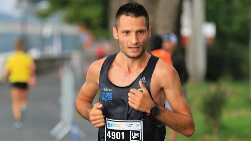 O polmaratónske tituly v nedeľu, črtá sa zaujímavý súboj Sahajda – Hladík
