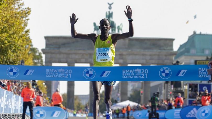 FOTO: Bekele nesplnil cieľ a nestal sa novým držiteľom svetového rekordu v maratóne. V Berlíne vyhral Adola